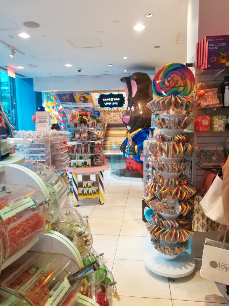 new-york gourmand - dylan's candy bar store inside store interieur