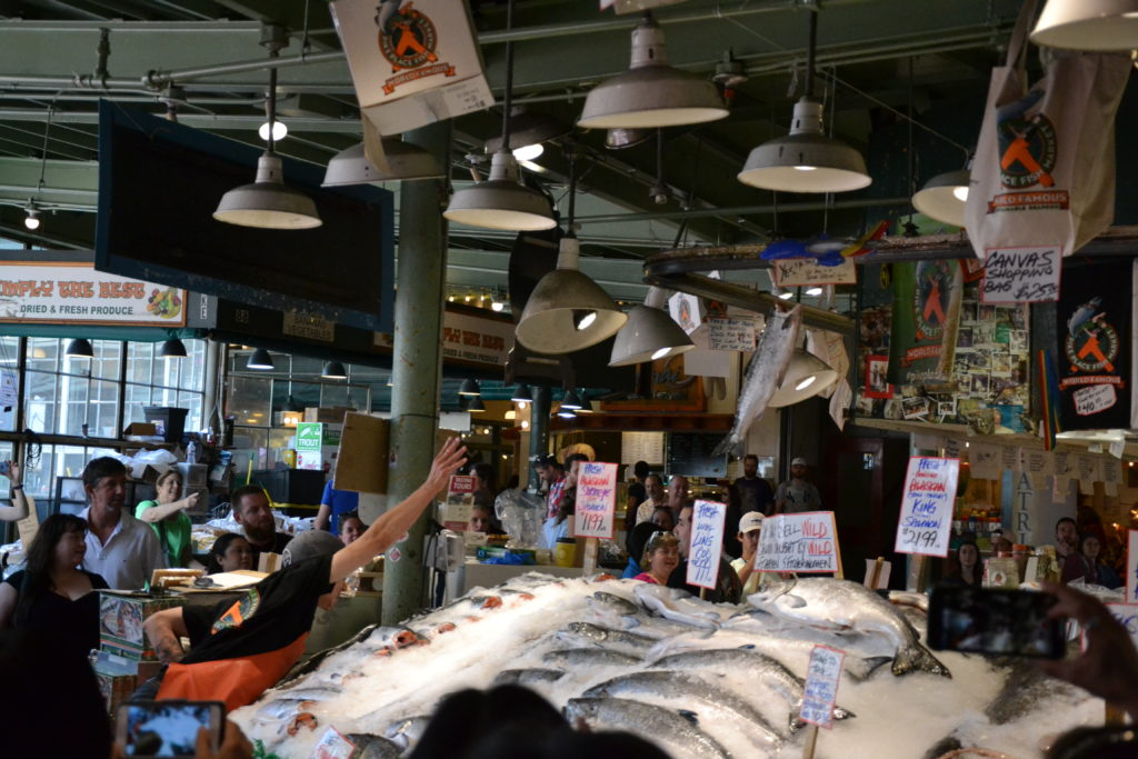 visiter Seattle - pike place fishermen