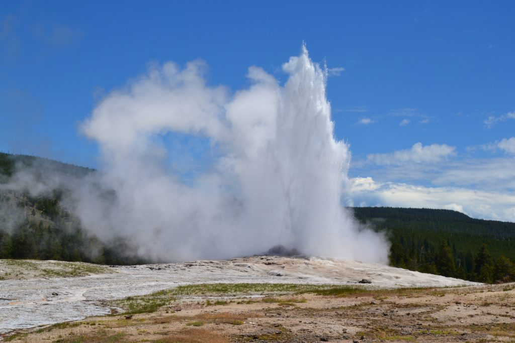 Yellowstone parc national wyoming idaho montana geysers bisons buffalos usa états unis nature old faithful