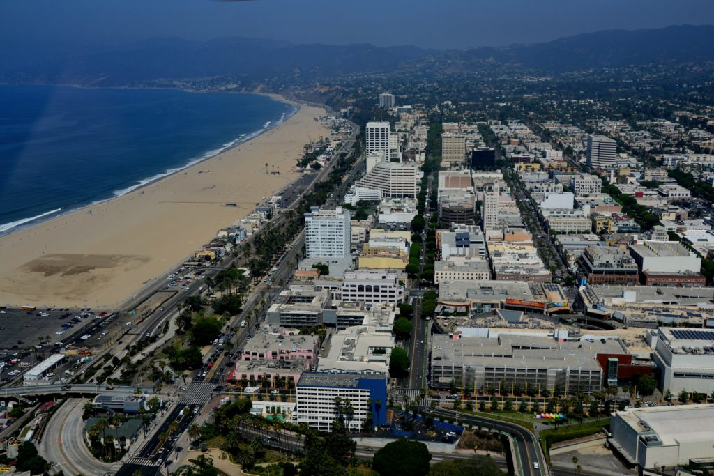 8 choses à faire à Los Angeles hélicoptère skyview santa monica plage océan