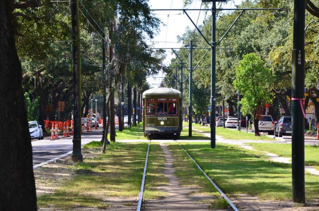 garden district - la nouvelle-orleans rue saint charles street car